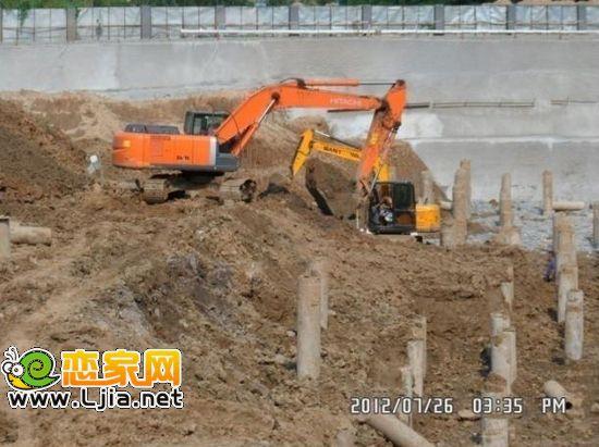 1#楼小钩机挖桩间土,总包清槽,截桩头