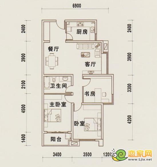三室二厅一卫 户型简介:A户型,三室二厅一卫设计,建筑面积约为121.13平米,舒适三居室。 小编点评:户型布局合理,采用动静分离设计,该户型入户宽敞并预留鞋柜放置处;卧室全部在该户型的里面,这样的设计,即使家人在客厅看电视也丝毫不耽误家里人的休息,而且户型卧室设计在内部,可很好的保护家人的隐私,卧室紧邻卫生间方便实用,卧室全阳面设计充分保证室内采光,舒适三室尽享观景、赏月、新生活。客厅餐厅相连且有各有区分,客厅外带飘窗,使其客厅空间无限延伸,厨房紧邻餐厅,可让家人第一时间享受美食;厨房L型操作台使得业