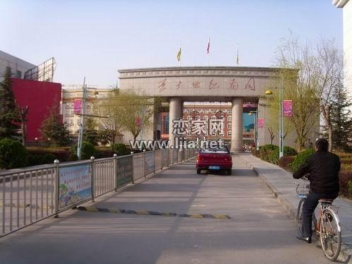 亚太世纪花园北门