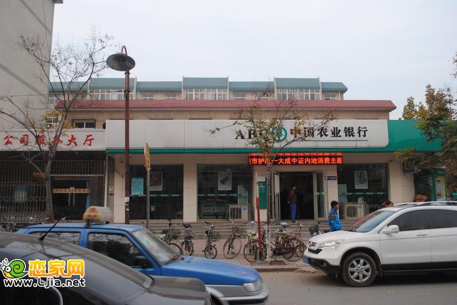 小区门外的农行――广泰小区