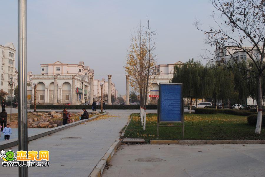 小区门前的广场――广泰小区