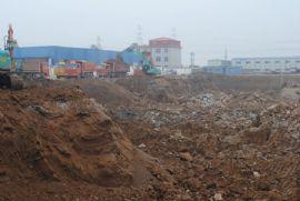 漳·和府施工人员在挖地槽(2012.8.31)
