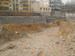 中和商厦正在挖槽(2013.03.19)