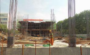君合大廈南區正在挖槽(2013.05.20)