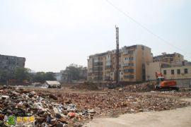 中和商厦正在做前期土地勘测(2012.07.01)