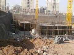 锦绣江南1#楼正在做地下一层(2013.01.02)