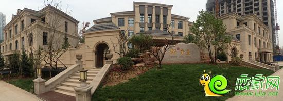 御赵金台主体以欧式别墅建筑为依托,以蜿蜒小道,层层园林及树木为衬托