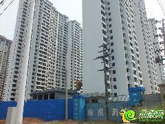锦绣江南1#、3#楼正在粉刷外立面(2014.09.01)