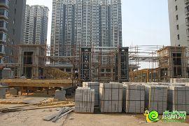 锦绣江南正在建小区大门