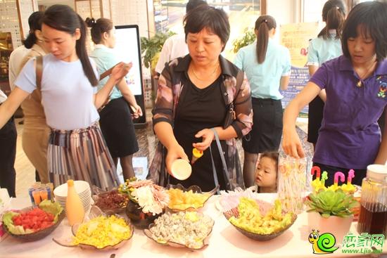 """还举办了""""多彩粮食贴画""""活动, 大米、绿豆、黑豆、花生、黄豆、"""