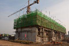 13号楼主体建筑建设至二层顶板;