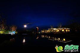 恒大龙庭园林夜景图