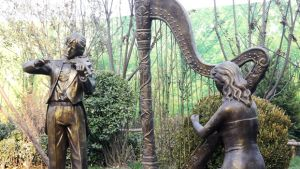 视频看房:美的花溪谷园林示范区讲解