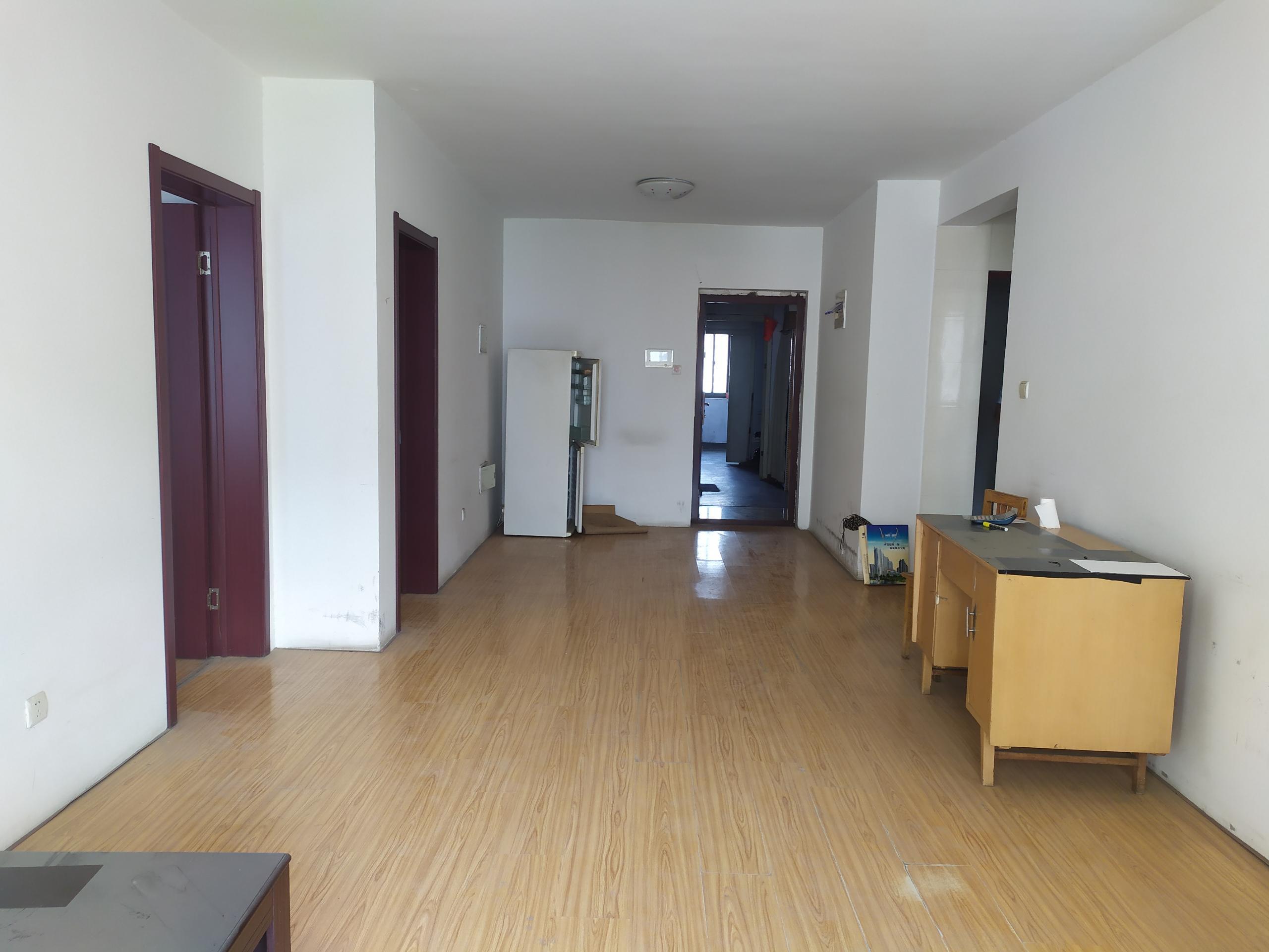 天泽园 毛坯两居室 老证能贷款 有钥匙 随时看房。