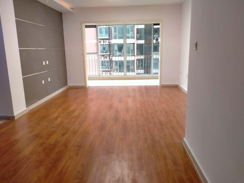 明珠花院D区 好楼层低价 有证可带 看房方便有钥匙