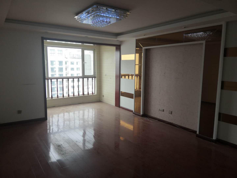 荣盛锦绣花苑 三室两卫 户型方正 有钥匙随时看房