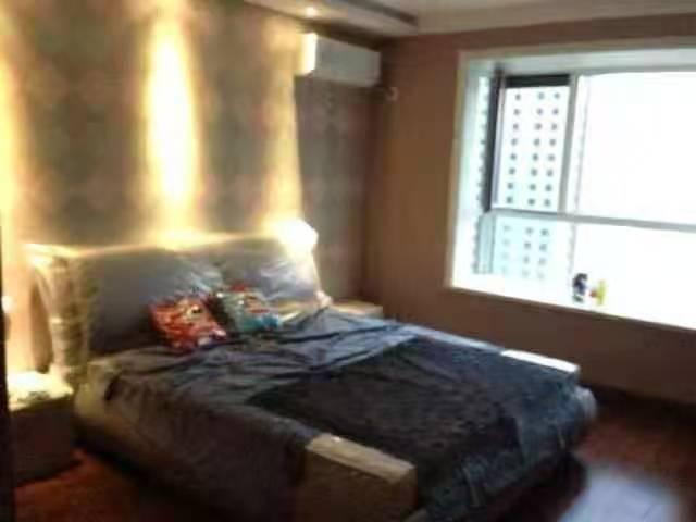 天鸿育华附近 星城国际 四居室 老证可贷款 有车库