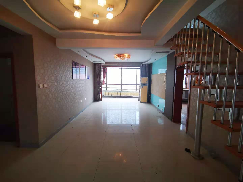 大五居室,带阁楼露台电梯家和小区a区