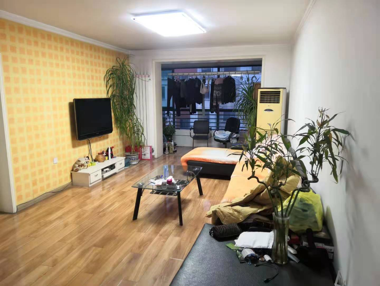 天鸿育华人和小区138平三居 两卧客厅朝南带地下室