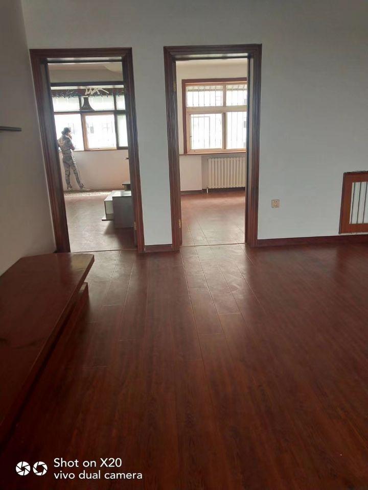 急售农林路鸿运园小区104平三室精装修95万可贷款