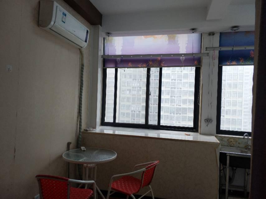 铁一小和铁一中 电梯公寓房 1室1厅有钥匙随时都可以看房