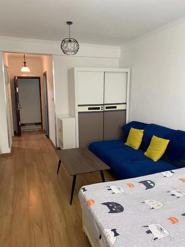 租房,小区环境优雅,家具家电齐全直接拎包入住