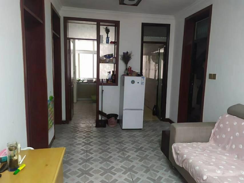 拉菲国际附近1楼,2室,可以公积金贷款