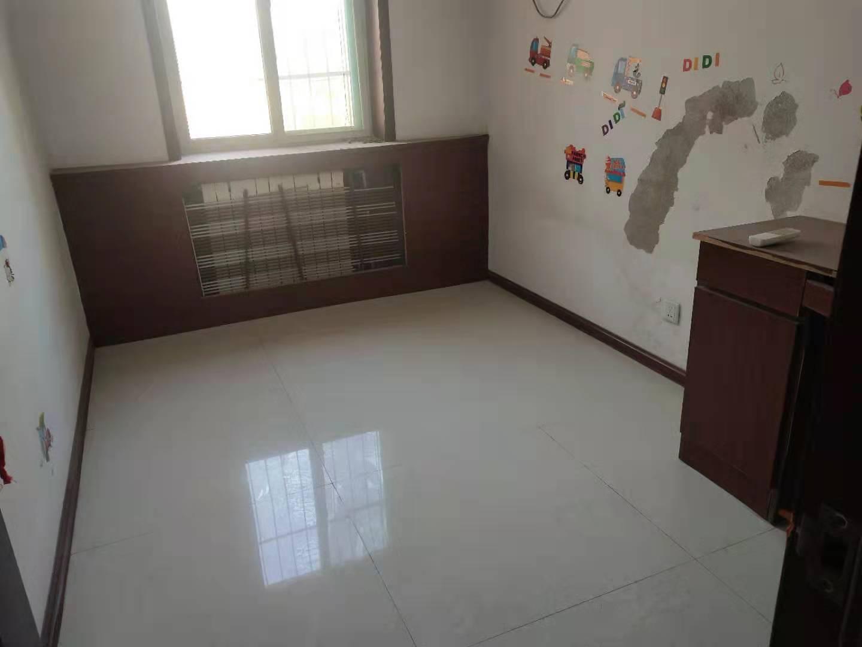 新欣佳苑,两室两厅,小区安全性好,物业负责,看房方便